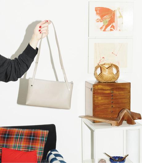 Lore Kramer mochte eigentlich keine Taschen. Bis auf eine – die sie nun mit Tsatsas neuaufgelegt hat.