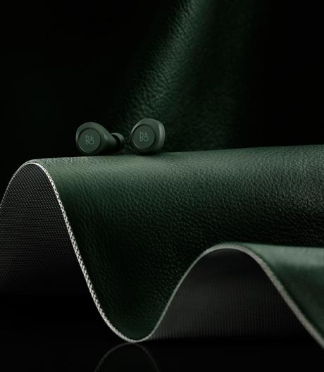 Der kabellose In-Ear-Kopfhörer von Bang & Olufsen sorgt für richtigen Sound im besonderen Farbton.