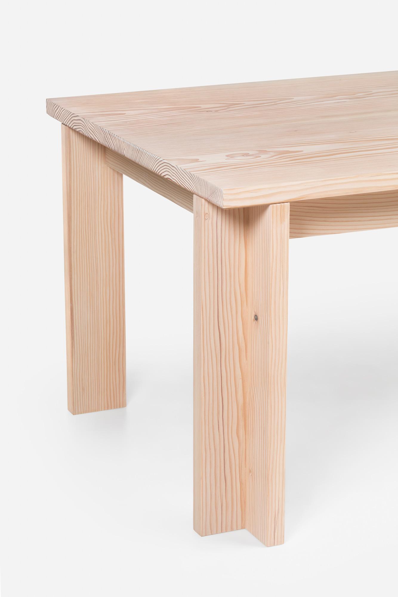 Zeitlos schlichter Tisch von Manuel Aires Mateus für De La Espada