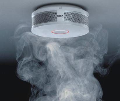 Gira hat einen Rauchmelder für den Heimgebrauch entwickelt, der so funktional wie elegant ist