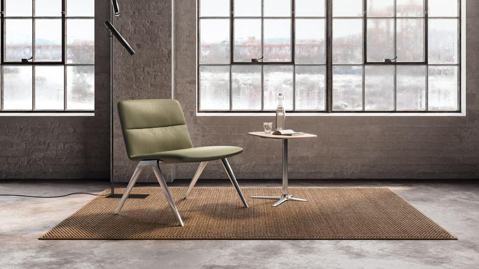 Komfortabler Loungesessel von Jehs+Laub