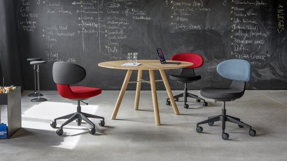 Der Drehstuhl von greutmann bolzern designstudio ist extrem beweglich