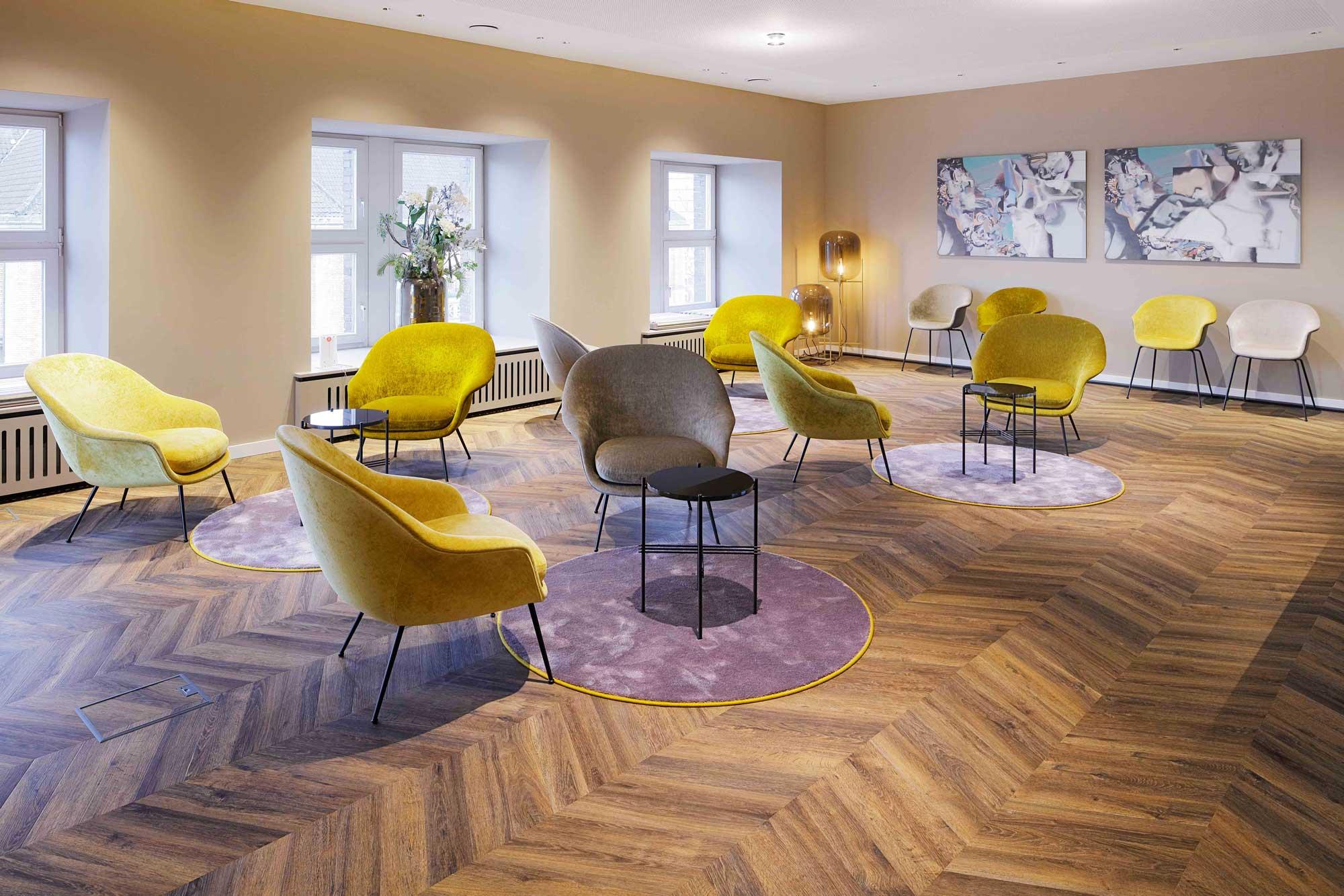 Klassisch anmutende Holzdekore von Project Floors