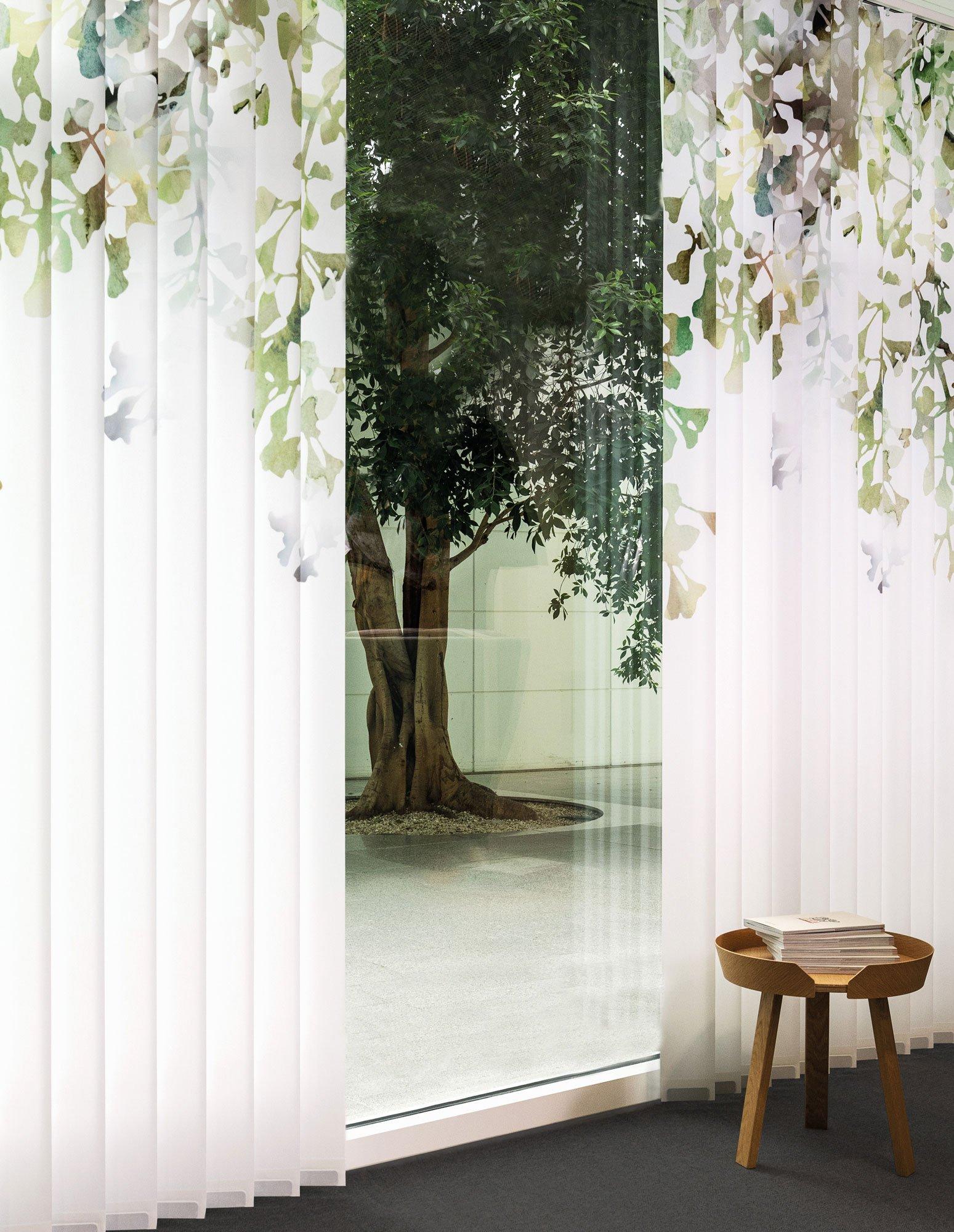Vertikallamellen mit Baum-Dessin von Création Baumann