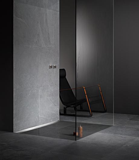 Eleganz und Glanz im Badezimmer mit der Duschrinne aus Edelstahl von Dallmer