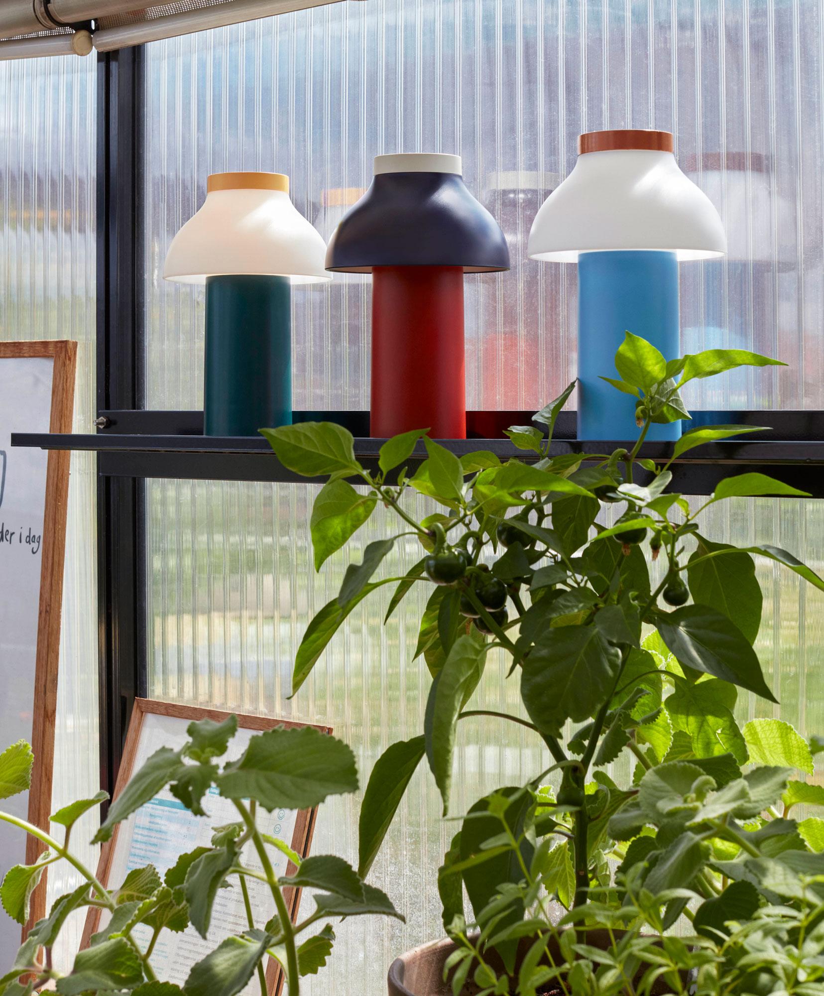 Pierre Charpins Leuchte zum Mitnehmen für Hay in neuen Farben