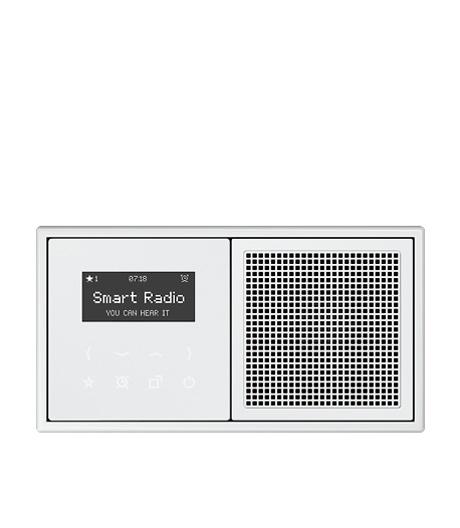 Flaches Einbauradio mit Touchdisplay und Glasfront