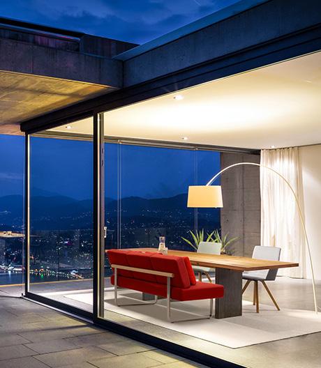 Ein komfortablesDining Sofa des Schweizer Möbelherstellers Girsberger
