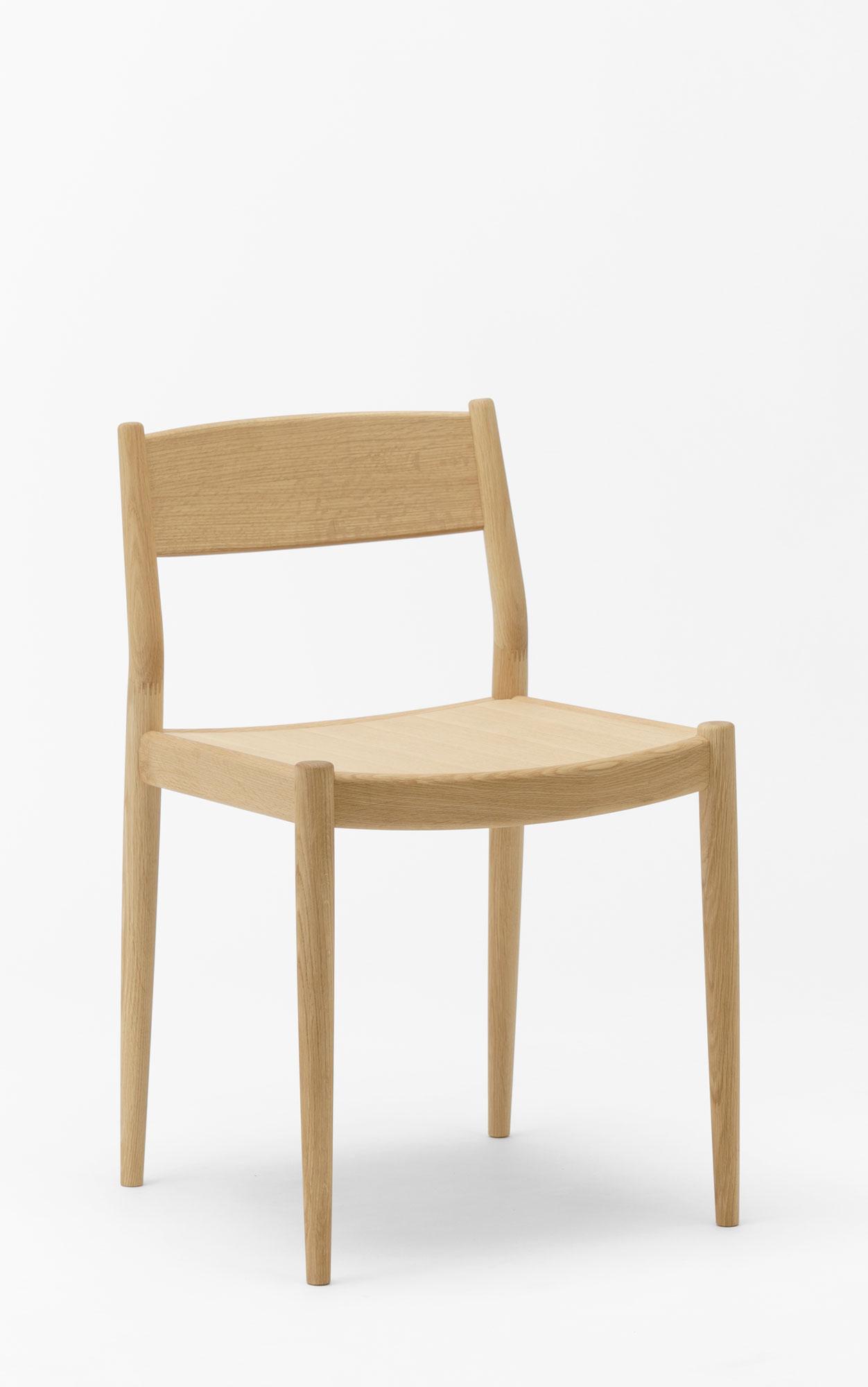 Schlanker Stuhl von Keiji Ashizawa und Norm Architects für Karimoku Case Study
