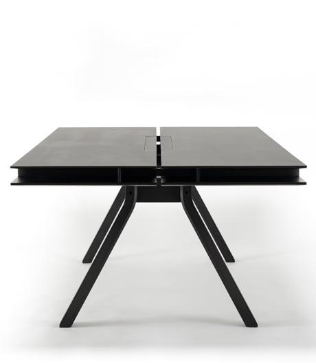 Flexibles Arbeiten am Tisch von Geckeler Michels für Karimoku New Standard