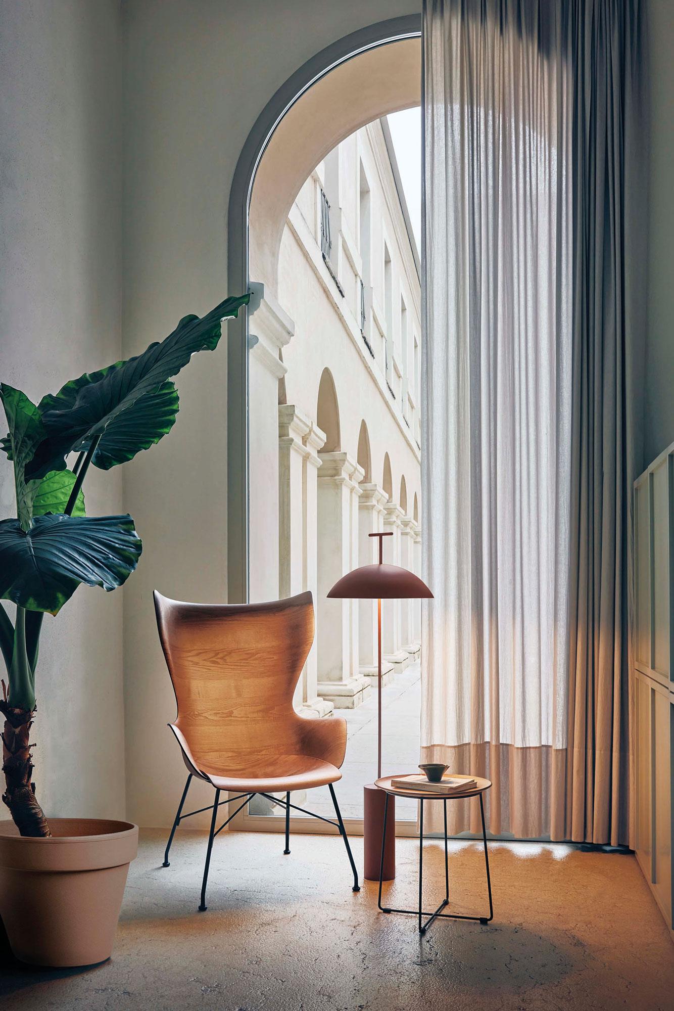 Möbel aus FSC-zertifiziertem Holz von Philippe Starck für Kartell
