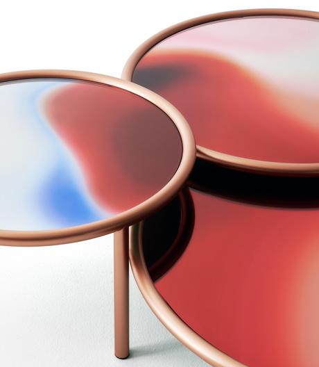 Changierende Oberfläche: Tischentwurf von Patricia Urquiola für Glas Italia.