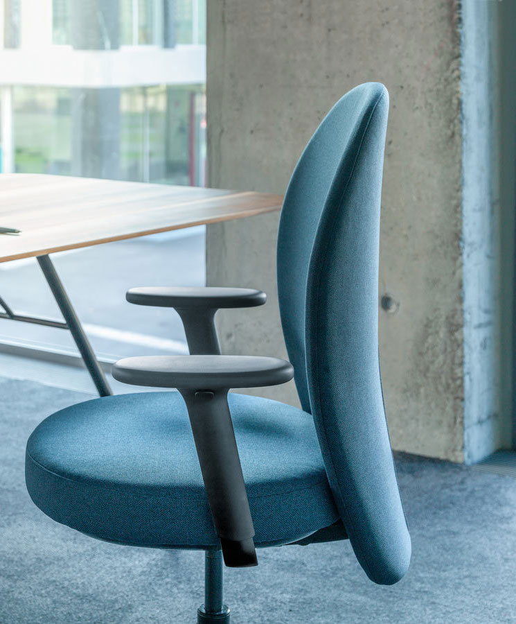 Wohnlicher Drehstuhl von Mathias Seiler für Girsberger