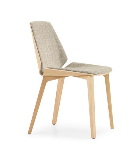 Sitzobjekt von Girsberger mit prägnant geformter Holzschale
