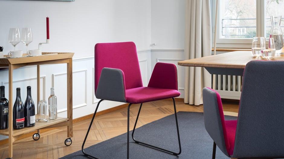 Die markante Stuhlfamilie des Schweizer Unternehmens Girsberger