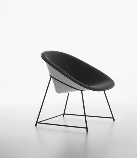 Vom Hartschalenkoffer zum Möbel: Sessel- und Beistelltischserie von Konstantin Grcic für Plank.