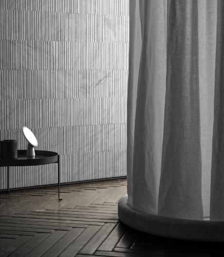 Elisa Ossino entwarf für Salvatori eine Badkollektion aus Marmor