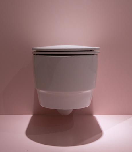 Öko-Revolution im Sanitärsektor: innovative High-End-Toilette von EOOS und Laufen.