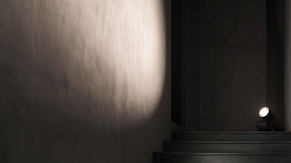 Leuchtrohre: Bodenleuchte von Nendo für Flos