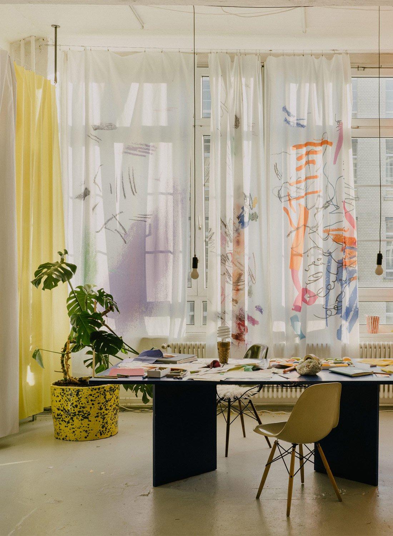 Künstlerische Vorhangstoffe von Sarah Illenberger für Kvadrat