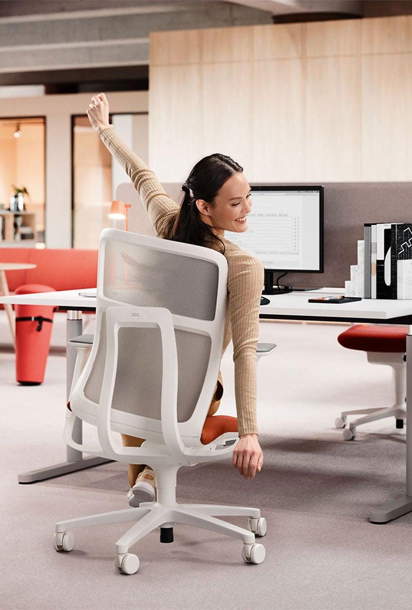 Bürodrehstuhl mit 3D-Sitztechnologie von Wilkhahn