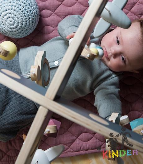 Mit diesem Spielzeug für die ersten Lebensmonate von Sebra lässt sich Sensorik üben.