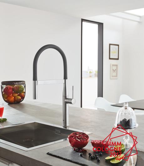 Wasser wird bunt! Grohe lanciert eine Armatur in klassischem Schwarz, die für wagemutige Küchen-Aficionados auch in Pink, Gelb und Blau zu haben ist.