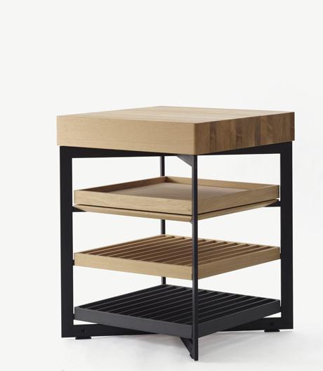 Stauraummöbel aus Aluminium und Eichenholz