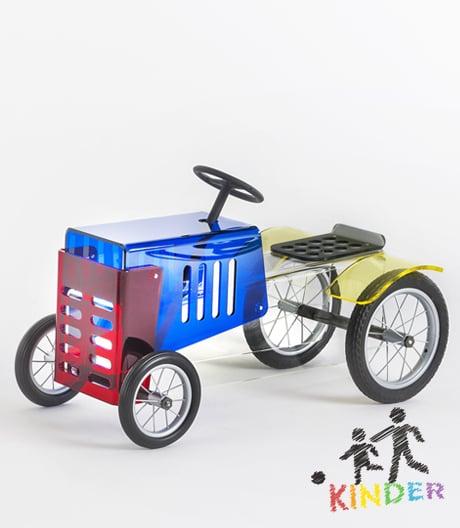 Bewegung durch Körperkraft: Piero Lissoni hat zwei Kinderfahrzeuge für Kartell gestaltet