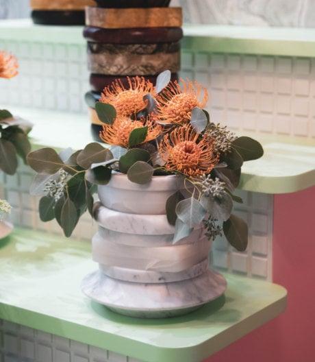Von Bakelit-Schmuck inspirierte Vasenkollektion von Cristina Celestino für Budri