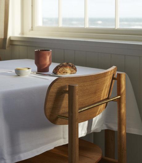 Kombination aus Messing und Eiche: Stuhl von Chris L. Halstrøm für Skagerak.