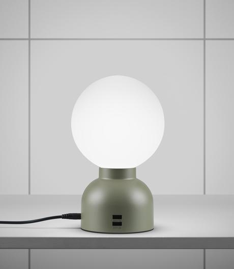 Lichtquelle und Ladestation: Tischleuchte von Form Us With Love für Ateljé Lyktan.