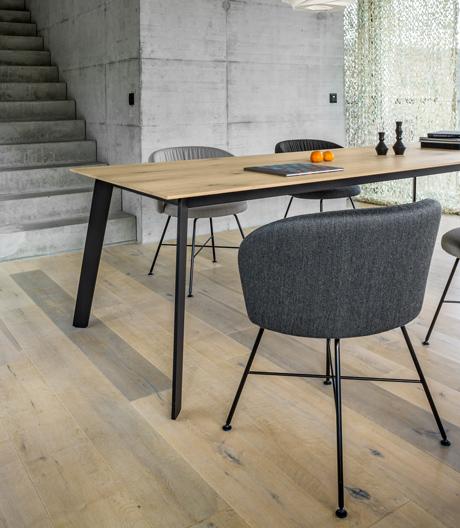Funktionaler und stabiler Tisch von Mathias Seiler für Girsberger