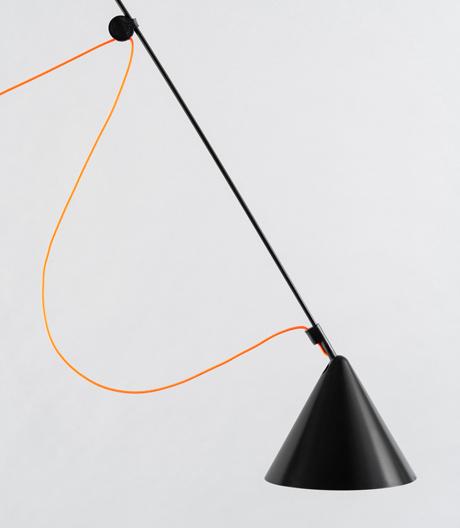 Kabel statt Scharnier: Leuchte von Stefan Diez für Midgard