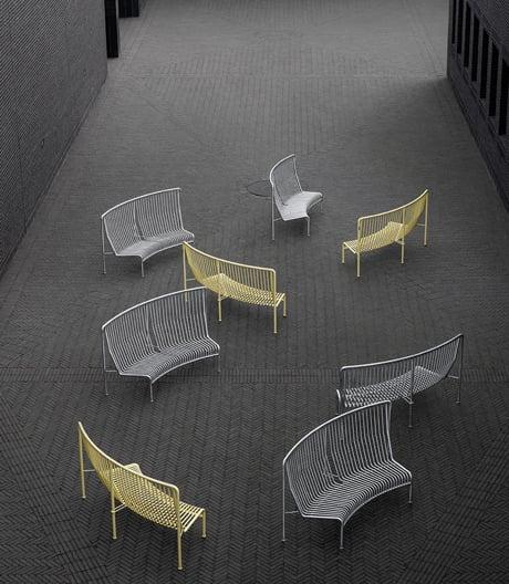 Ein leichtes, stapelbares Sofa für den Außenbereich von Massproductions