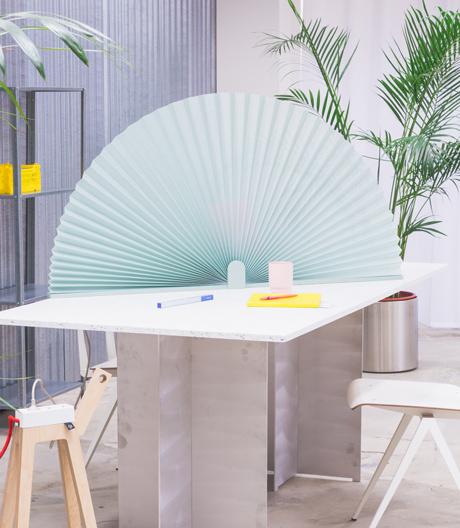 Flexible Räume für mehr Produktivität mit einem Sichtschtz von Njustudio
