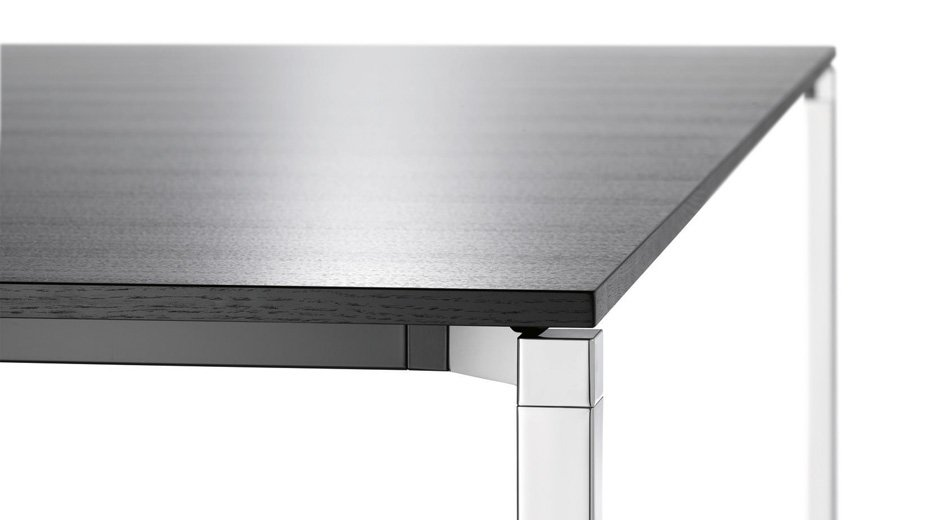 Tischprogramm von Wilkhahn in diversen Materialien und Oberflächen