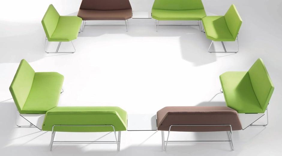 Die großzügigen und geometrischen Loungesessel von Girsberger