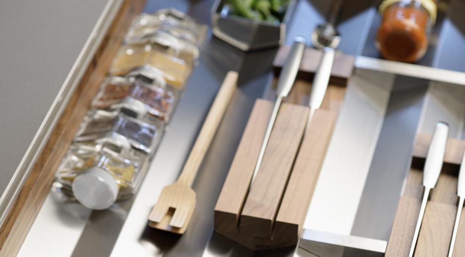 Ordnungssystem von bulthaup für das Küchensystem b3
