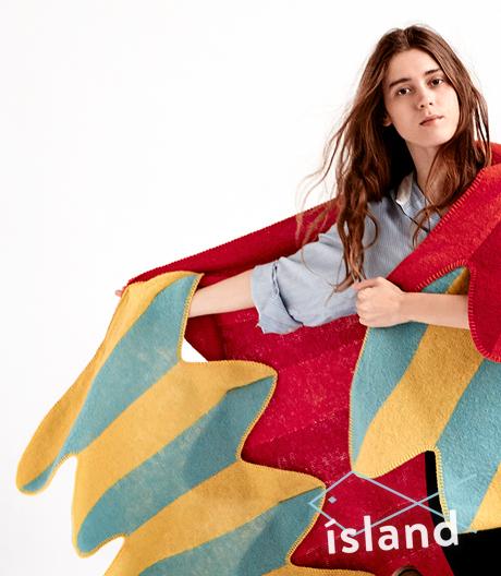 Schräge Vögel: Die flügelförmigen Decken von Vík Prjónsdóttir bestehen aus reiner isländischer Schafswolle.