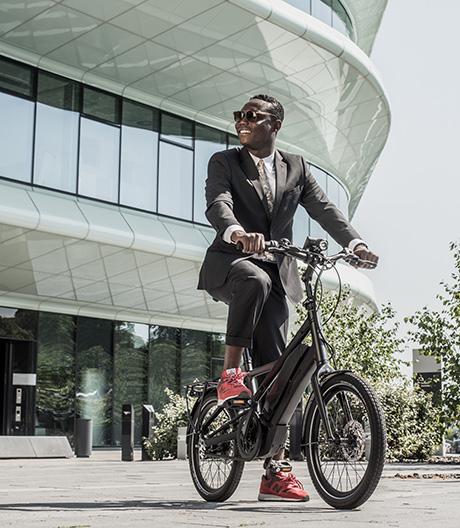 Dieses Mini-E-Bike von Winora ist kompakt, leistungsstark und für jede Herausforderung im Stadtverkehr gewappnet.