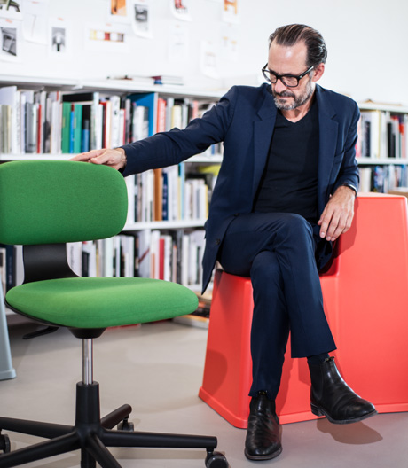 Die Gedankenwelt des Designers ist leise. Wir haben ihn interviewt.