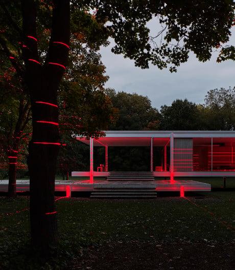 Luftwerk beleuchtet das Farnsworth House als Kunstwerk