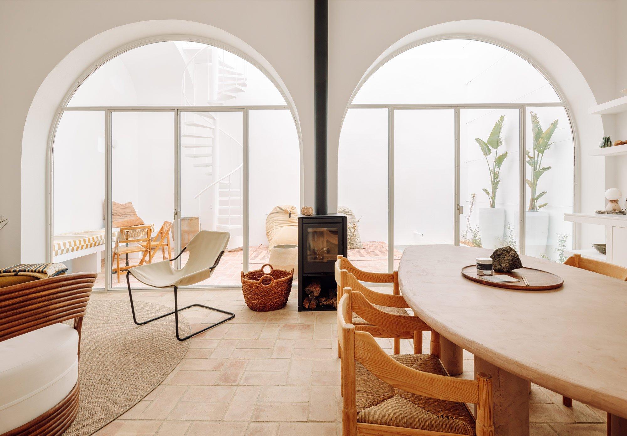 Ein portugiesisches Lagerhaus wird zum modernen Urlaubsdomizil