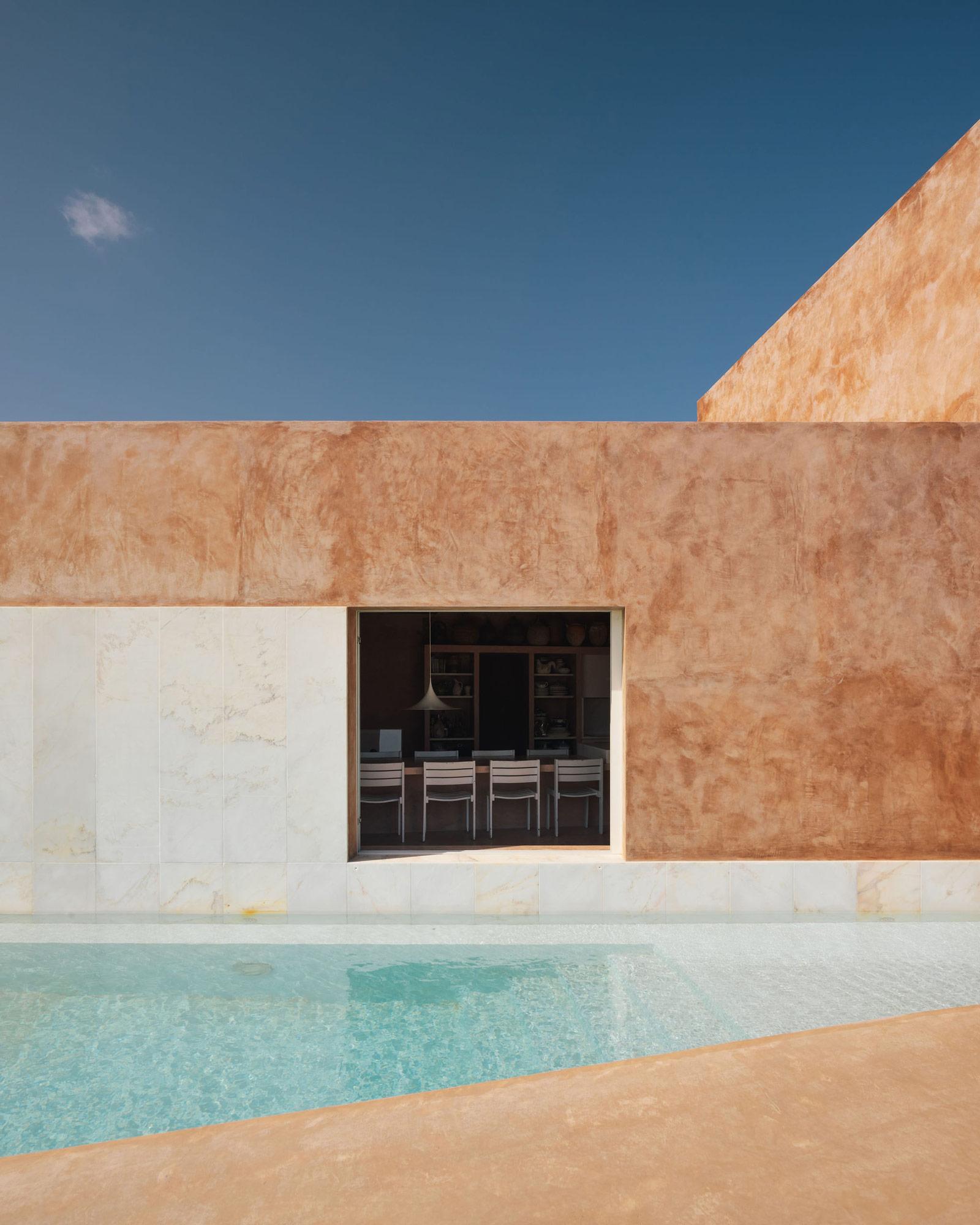 Portugiesisches Ferienhaus aus Naturmaterialien