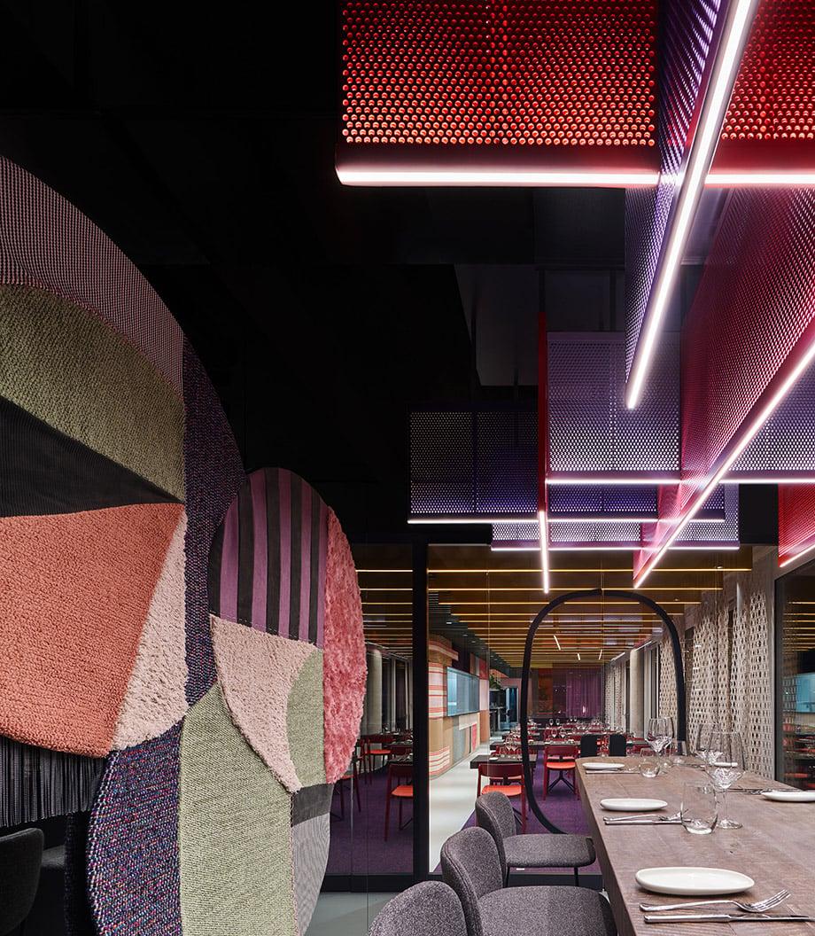 Multifunktionales Restaurant-Interieur von Ippolito Fleitz