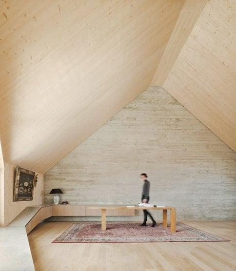 Ein Münchner Dachausbau von Pool Leber Architekten