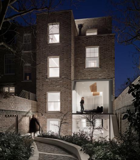 Flow Architecture und Magrits in einem Londoner Reihenhaus
