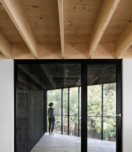 Wohnhaus aus Holz in Kanada von Atelier Général