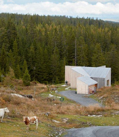 (Un-)typisch norwegische Hütte von Mork-Ulnes Architects